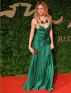 sienna-miller in Burberry-british-fashion-awards-getty_GA